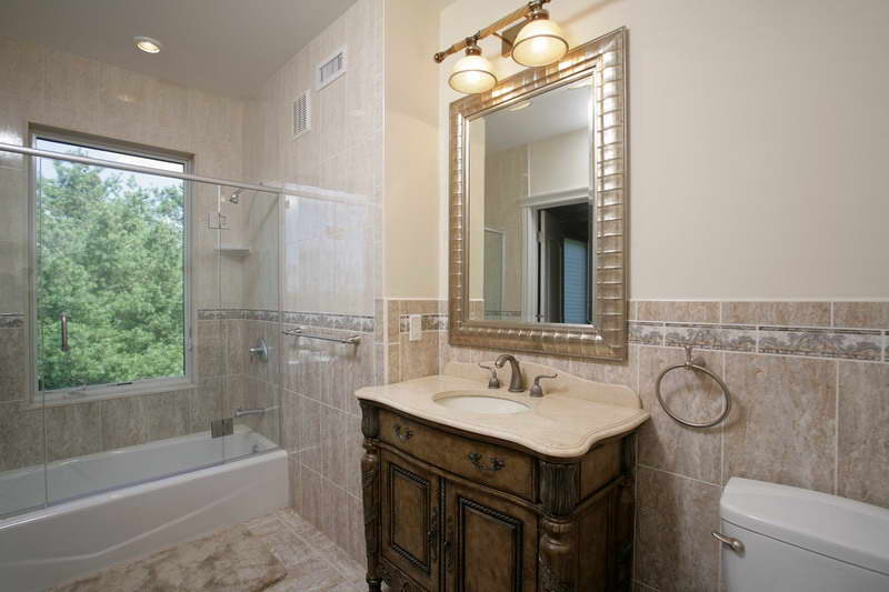 Bath -2nd floor BOSTON REAL ESTATE CARE COD Osterville.jpg